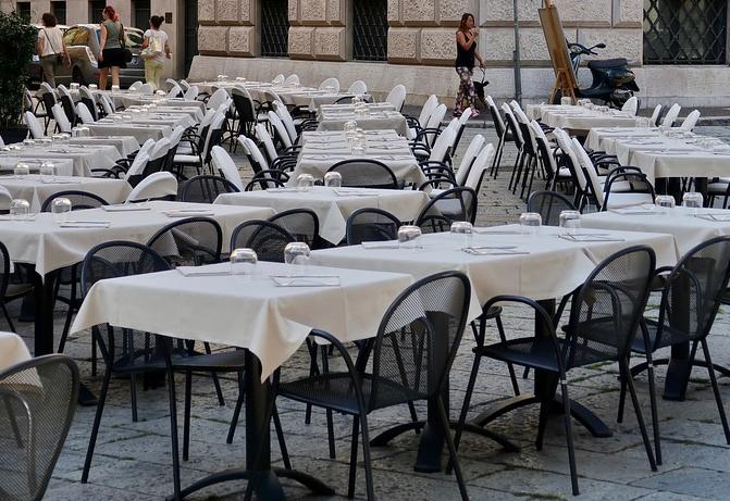 Tischdecken für ein Event mieten